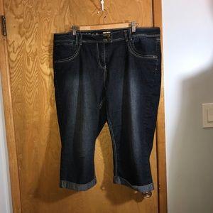⚡️FLASH SALE⚡️D/C Slightly Curvy Crop Jeans